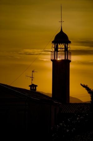 Lago di Garda - campanile di una chiesa al tramonto Stock Photo
