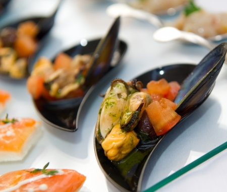 Plate of mussels with tomato served on glass