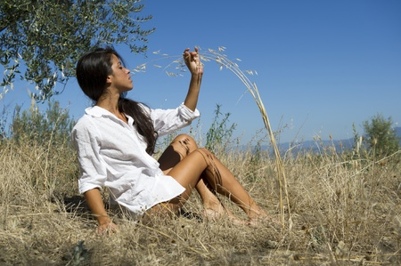 hair blacks: Young woman sitting in the grass in nature