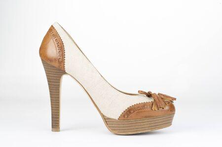 Single shoe with wooden heel elegant, brown and beige