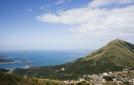 Keelung Mountain and village, on the north east coast of Taiwan.  This area used to be a mining, where gold and coal was mined. The area has spectacular scenery. Standard-Bild