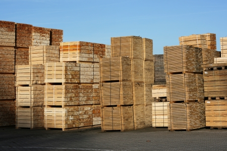 Stack of wooden pallets, ready for use for transportation and cargo purposes  Standard-Bild
