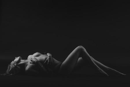 cuerpos desnudos: Mujer desnuda nalgas erótico.