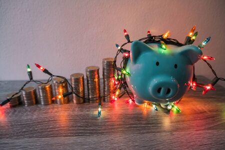 有党光的蓝色存钱罐,计划党的党成功挽救金钱以供以各种节日使用。