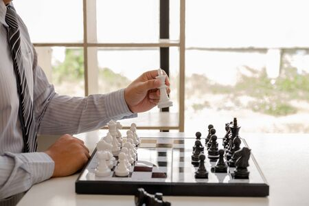 hand of businessman moving chess in competition, shows leadership, followers and business success strategies. Banque d'images - 140088603