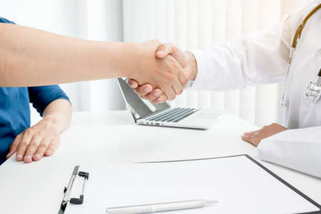 Doctors and patients shake hands after the patient has finished treatment. Medical concepts and good health.