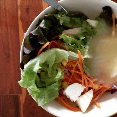 alimentacion sana: Ensalada de vegetales de alimentos saludables Foto de archivo
