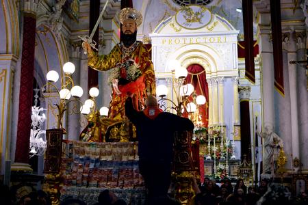 Evento storico per Palazzolo Acreide, il Giubileo della Misericordia le sembianze di St. Paul, per la prima volta nella storia viene portata all'interno della Basilica di San Sabastiano Archivio Fotografico - 54010791