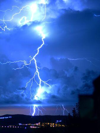 Gefährlicher Sturm mit Blitz und Blitz