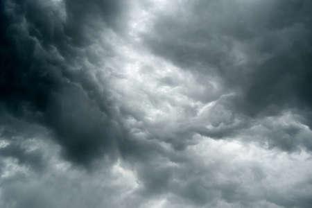 Dramatic Thunderstorm Clouds To Dark Sky. Dark sky and black clouds, dramatic storm clouds before rain. Archivio Fotografico - 159256607