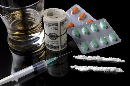 drogue: drogues et pilules argent facile pour le jeune marchand