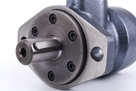 Hydraulisch systeem onderdelen montage op een witte achtergrond
