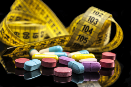 reflexion: Pills isolated on black background with reflexion