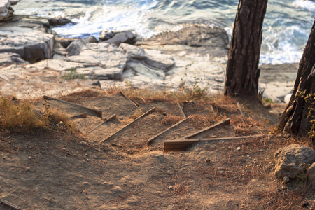 Perspective shoot of wooden handmade stairs on the coastline Imagens