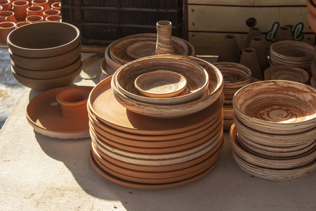 Close-up shoot of handmade pots made in pottery workshop under sunset time Imagens