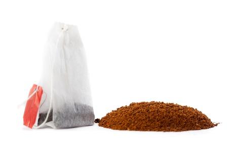 Kaffeepulver und Teebeutel. Standard-Bild - 22699953