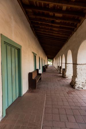 Portals of the Mission and Plaza Square in San Juan Bautista, California, USA. Banco de Imagens