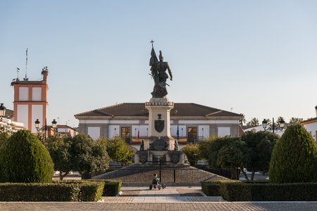 A child plays in the Plaza de Hernan Cortes where you can see a statue of the Spanish conqueror Editorial