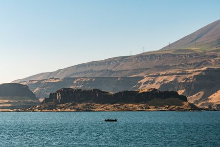 View of the Washington state side of the Columbia River that borders the state of Oregon 免版税图像