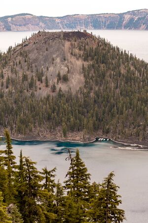 Views of Wizar Island from The Watchman lookout point in Crater Lake, Oregon, USA Banque d'images