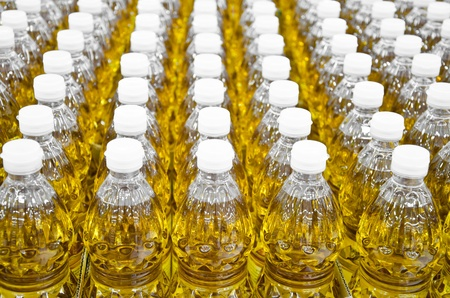 engarrafado: Bottled oil selling in a market