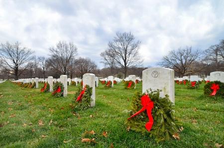 圣诞节期间,美国华盛顿阿灵顿国家公墓的墓碑