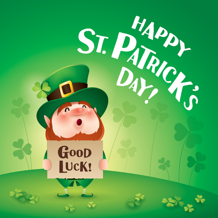 cartoon character of funny leprechaun in green cylinder hat holding board with inscription good luck, standing on grass on clover background, saint patrick day concept. Stock Illustratie