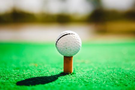 golf ball on tee close up 版權商用圖片