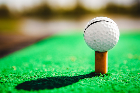 game drive: golf ball on tee close up Stock Photo