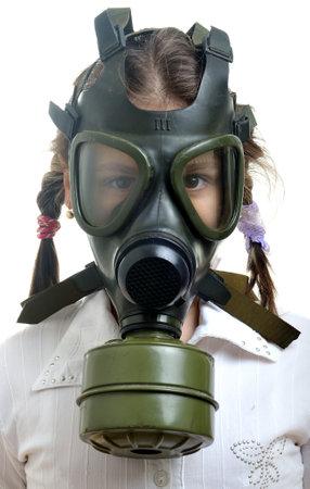 gasmasker: Meisje met gas masker op gezicht, vervuiling concept Stockfoto