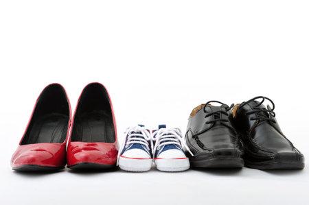 ab9f8e8954b Vrouwen, kinderen en mannen schoenen op een witte achtergrond,  familie-concept Stockfoto