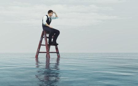 Jeune homme est assis sur une échelle dans l'océan et regarde l'horizon. Ceci est une illustration de rendu 3d Banque d'images - 81563479