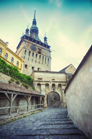 ルーマニア ・ トランシルバニアのシギショアラの歴史地区の時計塔