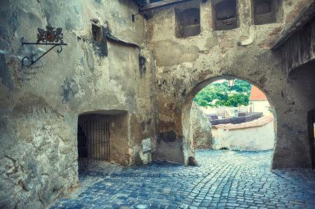 ルーマニア ・ トランシルバニア、シギショアラの城砦の時計塔の下の通路