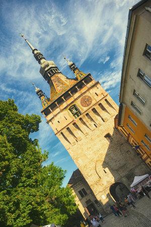 シギショアラ、ルーマニア; の時計塔を表示します。都市は、ヨーロッパで最も美しく、保存状態の良い居住された城塞と見なされます。