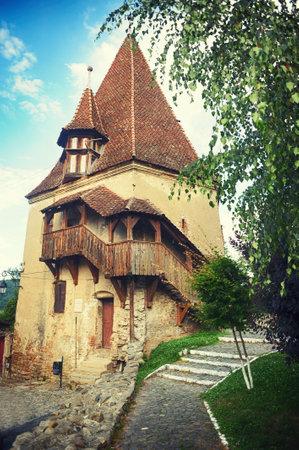 靴屋のタワーは中世都市 - 1681 に建てられたルーマニアのシギショアラで最も古い建物の一つ 写真素材
