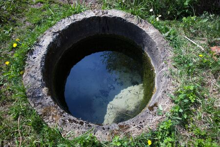 welling: Acqua scaturire dalla terra. Beh rurale.
