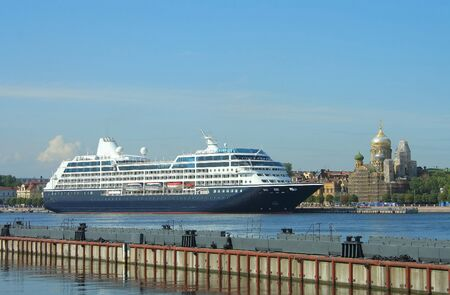St. Petersburg, cruise liner, docked at the Lieutenant Schmidt Embankment Stock Photo - 7320031