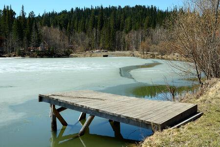 ski lodge: Ice-covered spring pond at the ski Lodge Salanga Mountain in the mountains of the Kuznetsk Alatau, Kemerovo region