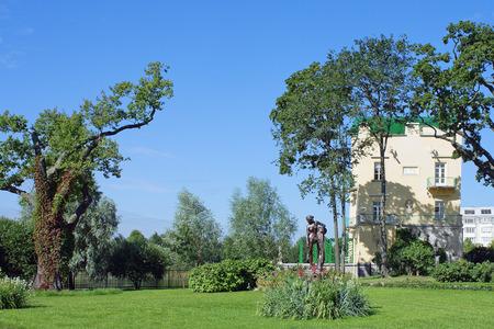 olgas: Olgas island on Olgas pond at Kolonistskiy Park in Peterhof