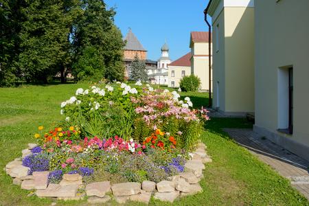 arbitros: Novgorod el Grande, un macizo de flores en la ciudad del árbitro la ciudadela