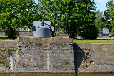 deck cannon: Kronstadt, universal marine deck 85-mm gun mount of the sample of 1941 set on the banks of the canal of Peter the Great