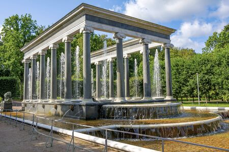 Peterhof, the Lion's fountain in the Lower Park Stockfoto - 150296647