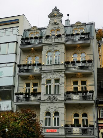 Beatiful Building in a daily walk to Prague Editöryel
