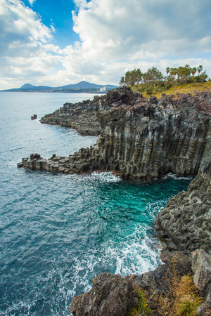 L'île de Jeju en bord de mer Jusangjeollidae, Corée du Sud