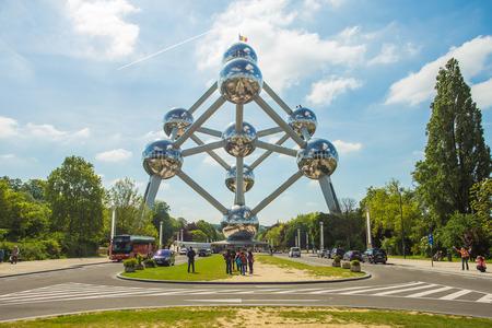 BRUXELLES, BELGIQUE - 16 mai: façade de l'Atomium, le 16 mai 2014 à Bruxelles. Atomium est un grand bâtiment de 102 mètres, construit à l'origine pour l'Expo '58. Éditoriale