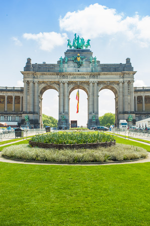 bruxelles: The Triumphal Arch (Arc de Triomphe) in the Cinquantenaire park in Brussels. Built in 1880 for the 50th anniversary of Belgium.