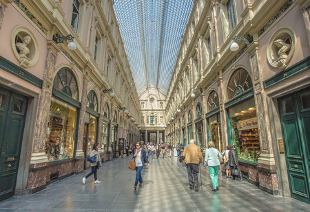 high end: Galer�a Saint Hubert en Bruselas, famoso por sus tiendas de gama alta