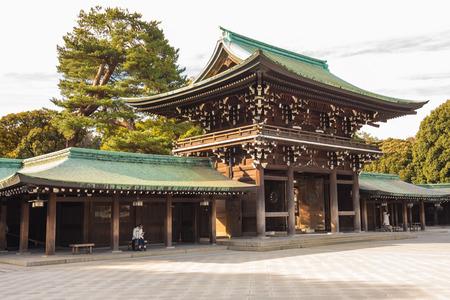Meiji-jingu à Tokyo, au Japon. Banque d'images - 36979239