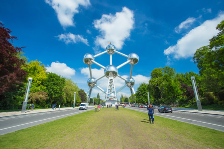 Brussels, Belgium - May 16, 2014:The Atomium is a building in Brussels originally constructed for Expo 58, the 1958 Brussels World's Fair. 版權商用圖片 - 42696397